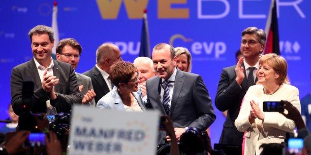 Manfred Weber (PPE) brigue le poste de président de la Commission européenne. [Ici au centre de la photo prise le 24 mai dernier, à Munich, pendant un meeting pour les européennes, aux côtés d'Angela Merkel, d'Annegret Kramp-Karrenbauer (présidente de la CDU), de Markus Soeder (gouverneur de Bavière), des Premiers ministres Andrej Plenkovic (Croatie), Boyko Borissov (Bulgarie), Krisjanis Karins (Lettonie), et de Joseph Daul (président du PPE).