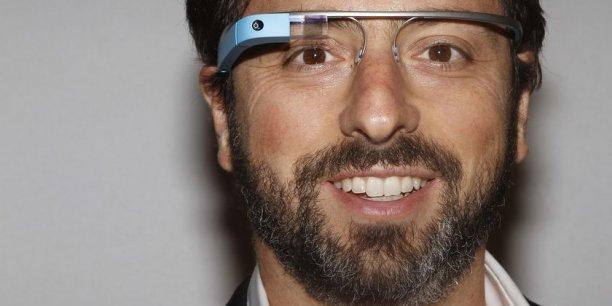 Sergueï Brin, fondateur de Google, portant les premières génération des Google Glass./ DR