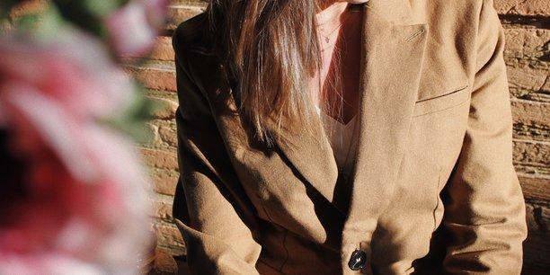 La startup Pierrette et Yvonne commercialise une collection pour femmes confectionnée à partir de vêtements recyclés.