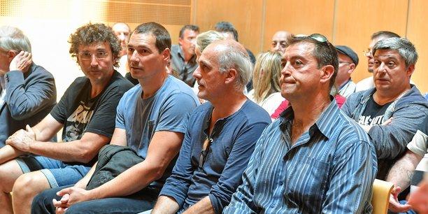 Les salariés de Ford au TGI de Bordeaux lors de la première audience consacrée la légitimité économique de la fermeture de FAI.