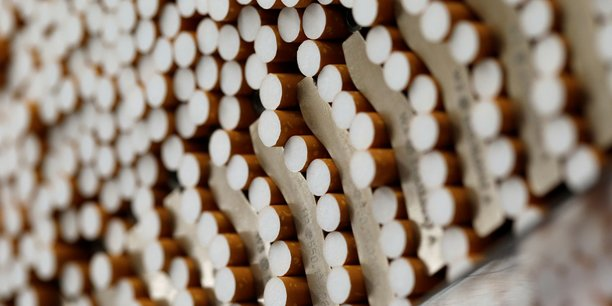 Bat pessimiste pour les ventes de cigarettes, le titre chute[reuters.com]