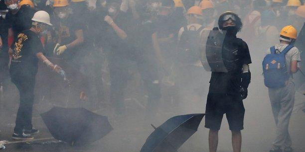 Hong kong: nouvelle journee de contestation, des batiments publics fermes[reuters.com]