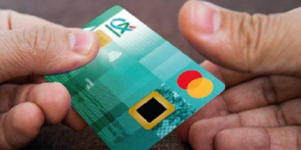7232db03a7289 Cette carte équipée d'un capteur d'empreinte digitale permet de payer  classiquement avec