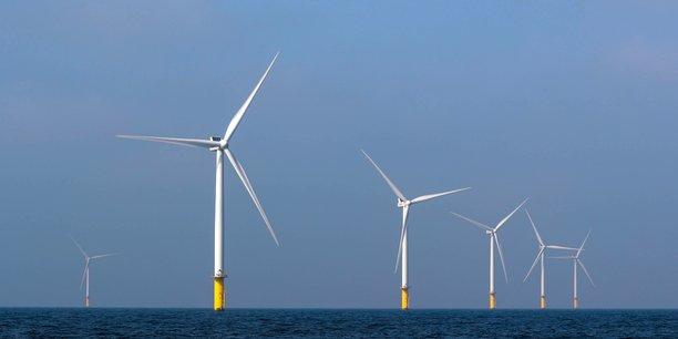 A Saint-Nazaire, où devrait être mis en service en 2022 le premier parc éolien en mer français, porté par EDF, près de 800 rencontres dont 300 réunions publiques et permanences ont déjà été organisées.