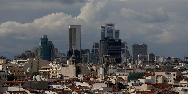 La mairie de madrid repasse a droite, ada colau pourrait etre reconduite a barcelone[reuters.com]