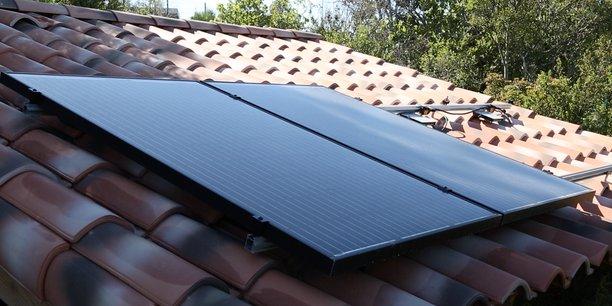 Baptisé Bélénos, en référence au dieu du soleil gaulois, popularisé (notamment) par Astérix, le projet porte l'ambition de produire 1GW de panneaux photovoltaïques par an.