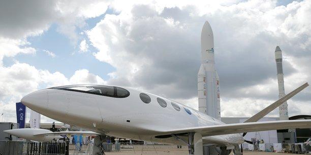 Les avions electriques tentent de convaincre un public sceptique[reuters.com]