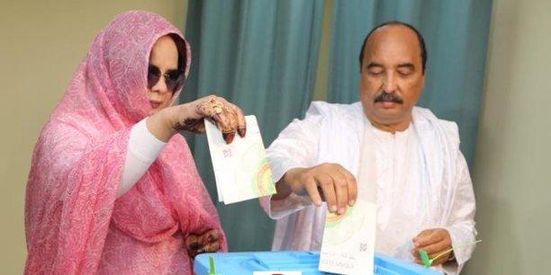 Le président sortant Mohamed Oul Abdelaziz et son épouse Mariem Mint Ahmed, ont accomplit leur devoir civique dans un bureau de vote de Nouakchott.