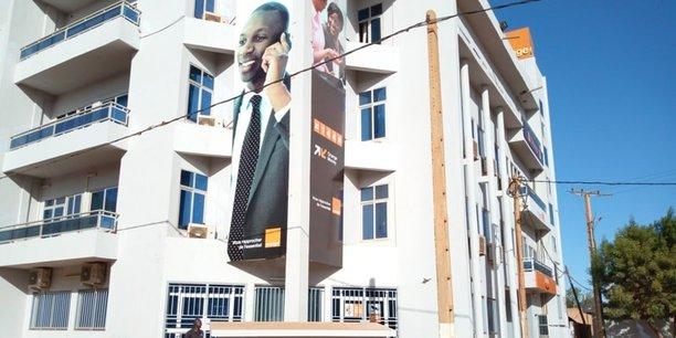 Fin décembre 2018, les locaux d'Orange Niger sont mis sous scellés par le fisc qui réclamait à la filiale du groupe français 33 millions d'euros à titre de redressement fiscal que celle-ci a toujours contesté.