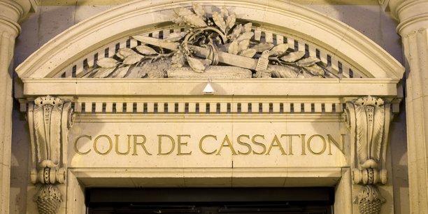 La Cour de cassation a été sollicitée pour avis par les conseils des prud'hommes de Toulouse (Haute-Garonne) et de Louviers (Eure). Elle devait se prononcer sur la conformité du dispositif par rapport à la Convention 158 de l'Organisation internationale du Travail (OIT) et la Charte sociale européenne.