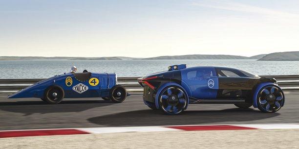 A droite, le 19_19 Concept, lancé par Citroën pour célébrer les 100 ans de la marque (1919-2019), suivie à gauche par la Petite Rosalie des Records, un modèle de 1933.