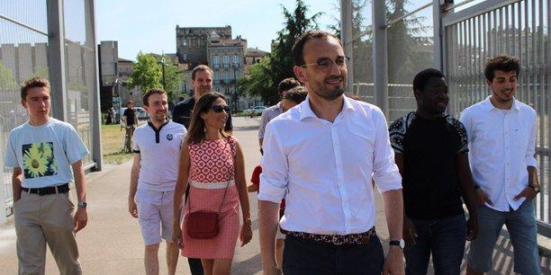 Thomas Cazenave (au premier plan) est officiellement investi par La République en marche