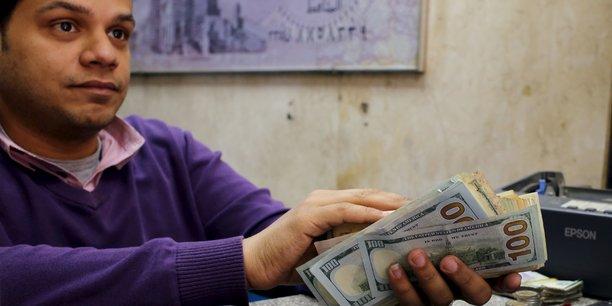 En novembre 2016, les autorités monétaires égyptiennes avaient forcé la dévaluation à 50% de la monnaie locale. Conséquence : une pénurie de devises et une inflation à 30%.