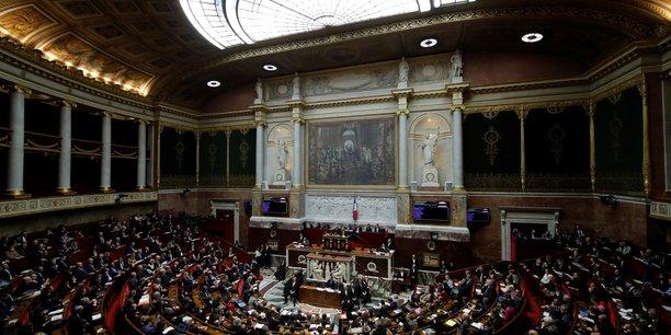 Quinze parlementaires soupconnes de detournement de fonds[reuters.com]