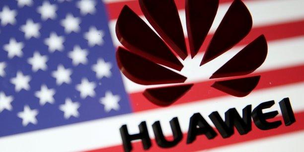 En France, l'exécutif cherche, via la loi, à limiter l'influence de Huawei dans les futurs réseaux 5G.