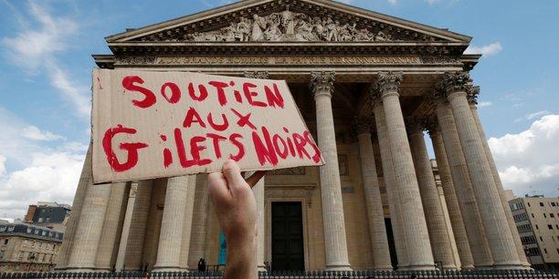 France: des sans-papiers occupent le pantheon[reuters.com]