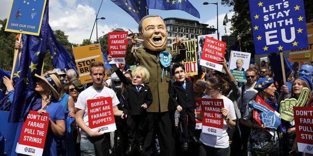 Les anti-brexit manifestent contre boris johnson a londres[reuters.com]