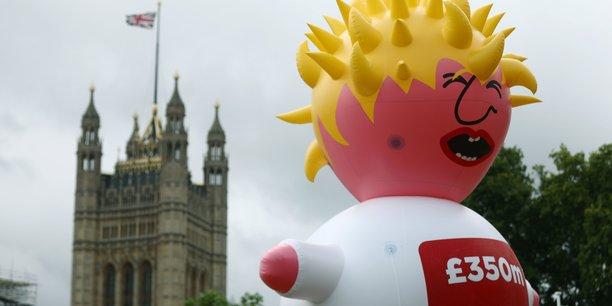 Des opposants au Brexit ont manifesté samedi 20 juillet à Londres en déployant dans le ciel de la capitale britannique un ballon géant représentant Boris Johnson, très probable prochain Premier ministre, en enfant capricieux et en pleurs.