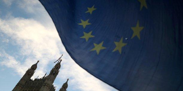 L'economie britannique menacee d'une recession avec le brexit[reuters.com]