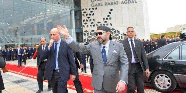 Le roi Mohammed VI lors de l'inauguration, le 17 novembre 2018, de la gare de Rabat-Agdal, dédiée à la ligne grande vitesse (LGV).
