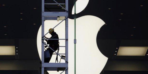 L'américain Carl Icahn est en train  de faire pression sur Apple pour que le groupe porte à 150 milliards de dollars son programme de rachat d'actions.