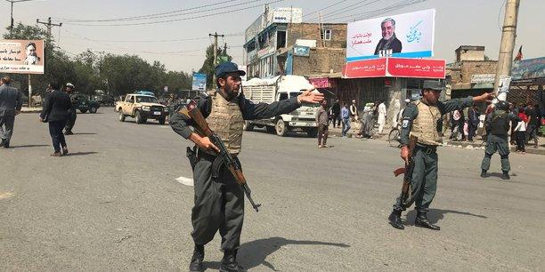 Une voiture piegee explose a kaboul, des dizaines de blesses[reuters.com]