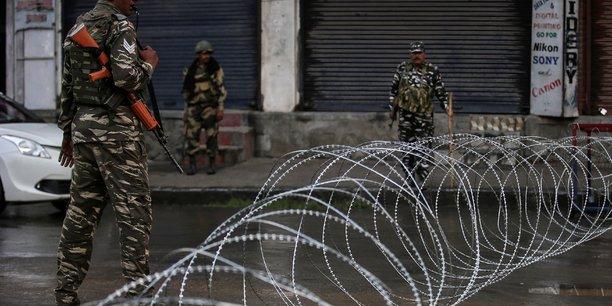 Plusieurs centaines de responsables politiques detenus au cachemire[reuters.com]