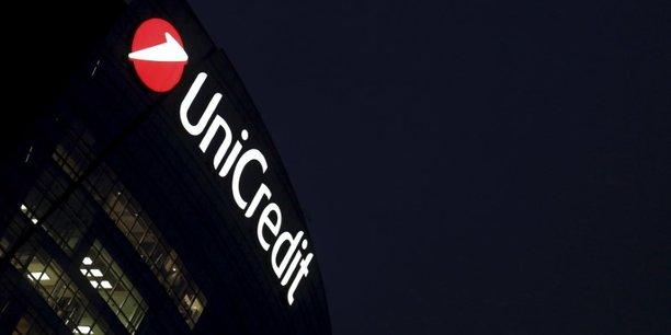 UniCredit, la deuxième plus grande banque italienne en termes de capitalisation boursière, a revu à la baisse son objectif annuel, visant désormais un chiffre d'affaires de 18,7 milliards d'euros au lieu des 19 milliards visés initialement.