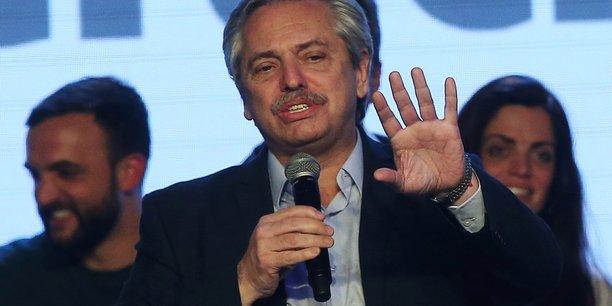 Alberto Fernandez, en ticket avec l'ex-présidente Cristina Kirchner, est donné favori face au président sortant Mauricio Macri.