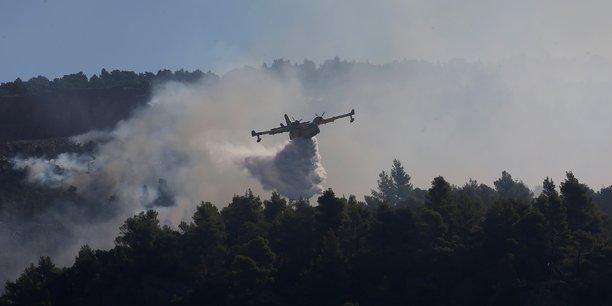 L'ile grecque d'eubee en proie a un incendie, habitants evacues[reuters.com]