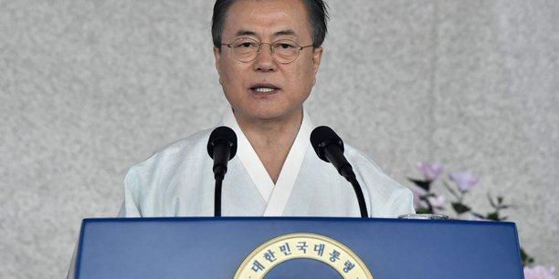 Moon appelle tokyo au dialogue, envisage une coree reunifiee d'ici 2045[reuters.com]