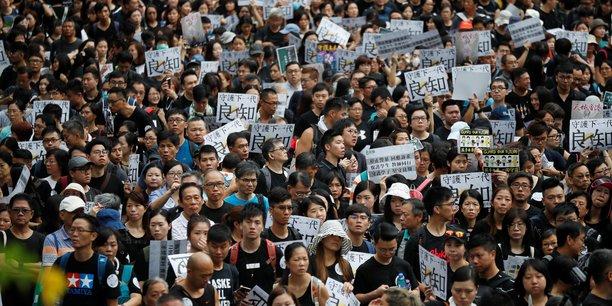 Week-end sous tension a hong kong ou les enseignants manifestent[reuters.com]