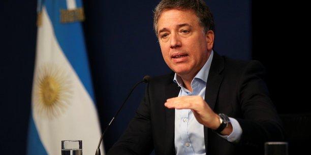 La crise économique que connaît l'Argentine s'est aggravée après le revers électoral du président Mauricio Macri lors des primaires au sein de son parti pour la présidentielle d'octobre.