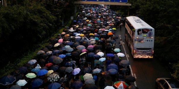 Hong kong: des dizaines de milliers de contestataires de nouveau dans les rues[reuters.com]