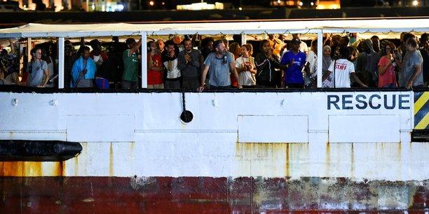 Les migrants a bord de l'open arms ont debarque au port de lampedusa[reuters.com]