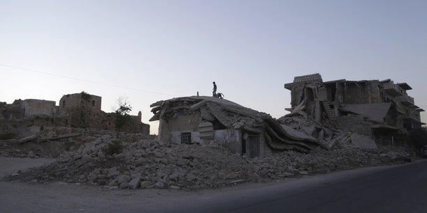 Syrie: nouvel afflux de deplaces a la frontiere turque[reuters.com]