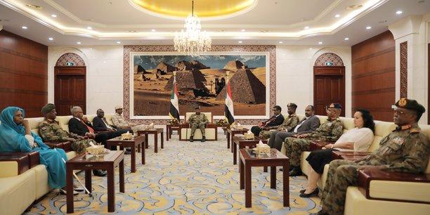 Le nouveau premier ministre soudanais a prete serment[reuters.com]