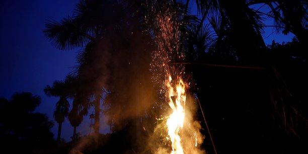 Amazonie: bolsonaro envisage d'envoyer l'armee contre les incendies[reuters.com]