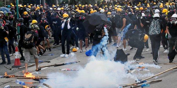 Hong kong: gaz lacrymogenes pour disperser une manifestation[reuters.com]