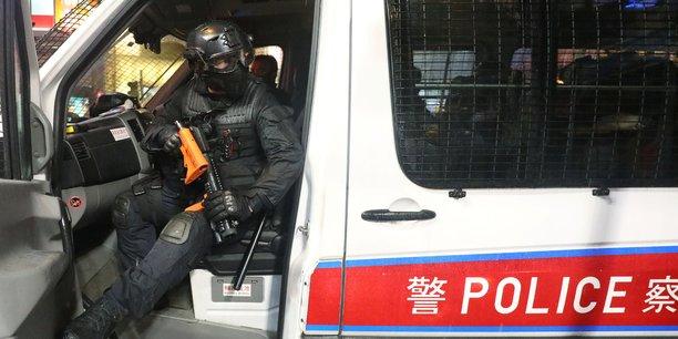 Trente-six arrestations, dont des mineurs, apres les heurts a hong kong[reuters.com]