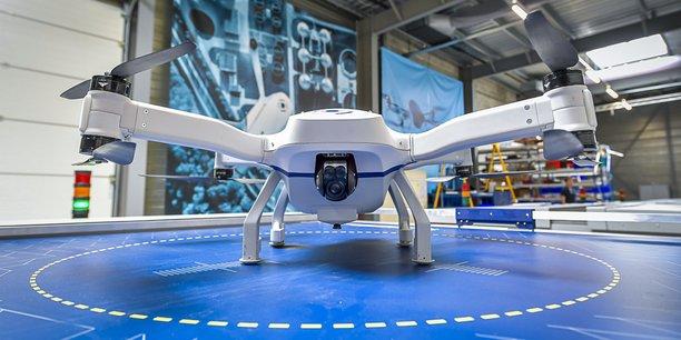 Le drone autonome Skeyetech pèse 6,5 kg pour environ 80 cm d'envergure. Il peut voler 25 minutes et atteindre 50 km/h.