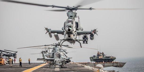 Les États-Unis ont lancé l'idée d'une coalition en juin, après des attaques contre plusieurs navires dans la région du Golfe imputées par les Etats-Unis à l'Iran qui a démenti. (Photo: un hélicoptère d'attaque Viper AH-1Z du Marine Medium Tiltrotor Squadron 163, la 11e Unité du corps expéditionnaire des Marines, décolle du pont de l'USS Boxer, dans le détroit Ormuz, au large d'Oman, sur cette photo publiée par la marine américaine le 12 août 2019.)