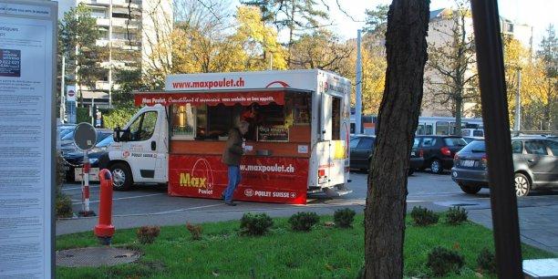 La société suisse Max Natura AG vent des poulets rôtis (fournis par Bell Poulet Suisse) grâce à une flottille de 21 camions qui effectue des tournées dans les principales villes de la confédération helvétique. © Max Natura AG