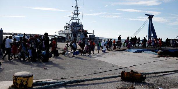 Bahamas: des milliers de personnes fuient les iles[reuters.com]