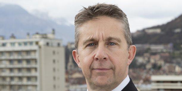 Le président de Grenoble Alpes Métropole Christophe Ferrari suspend la fusion à marche forcée des deux bailleurs sociaux Actis et Grenoble Habitat.