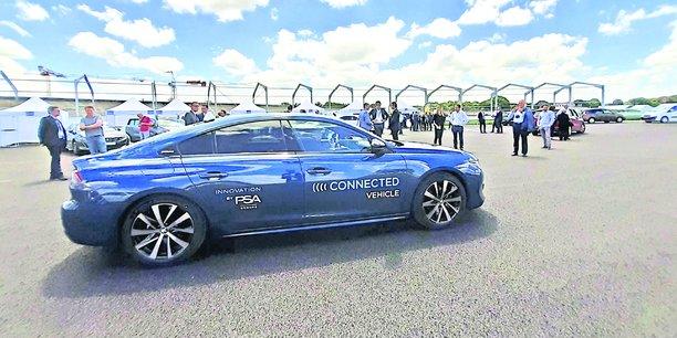 Le temps passé par les Français au volant (7 heures par semaine) devrait être consacré à consommer des services si la voiture devenait .totalement autonome.