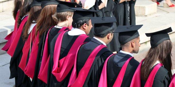 Les etudiants etrangers autorises a rester deux ans apres leur diplome[reuters.com]