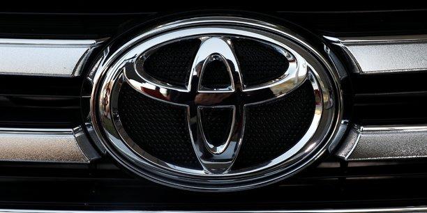 Toyota teste une prius alimentee par le soleil[reuters.com]