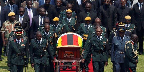 Zimbabweens et dirigeants etrangers rendent hommage a mugabe[reuters.com]