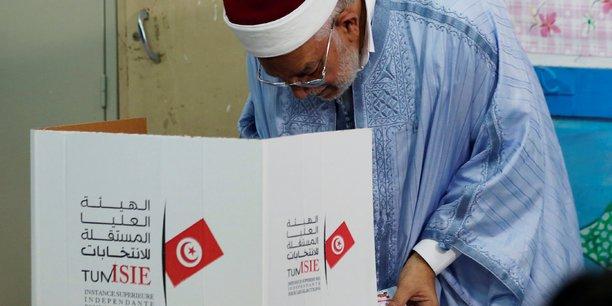 Les tunisiens aux urnes pour une presidentielle indecise[reuters.com]